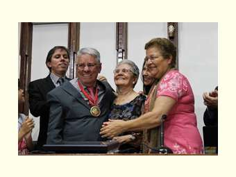 ALBA homenageia Naidison Baptista com medalha 02 de julho