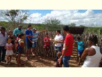 Agricultores e agricultoras familiares de Uauá participam de práticas de manejo sanitário de caprinos e ovinos no Semiárido