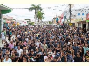 Milhares de pessoas protestam em Correntina (BA) em defesa das águas e do Cerrado