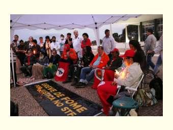Ativistas estão há três semanas em greve de fome para denunciar a ruptura democrática, o desrespeito à constituição, o desmonte de políticas públicas e a volta do Brasil ao Mapa da Fome