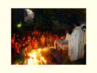 Tradicional Romaria da Gruta de Patamuté reuniu milhares de fiéis