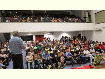 Análise da conjuntura política do país e da educação do campo marcam abertura do SIECS